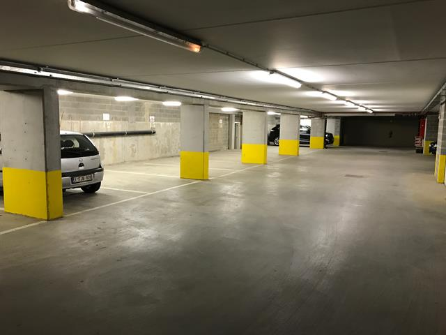 Inside parking - Uccle - #3132845-3
